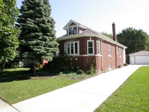 Front View photograph of 621 Beach LaGrange Park Illinois 60526