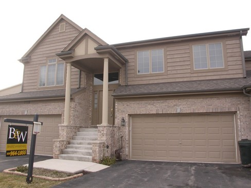 Front View photograph of 176 Santa Fe Lane Willow Spring Illinois 60480