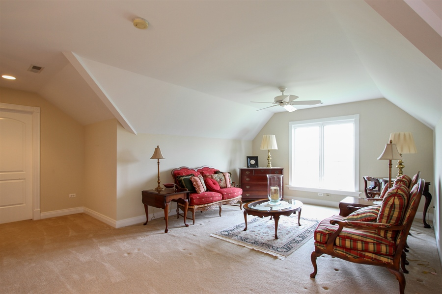 Real Estate Photography - 200 S Green St, McHenry, IL, 60050 - Loft