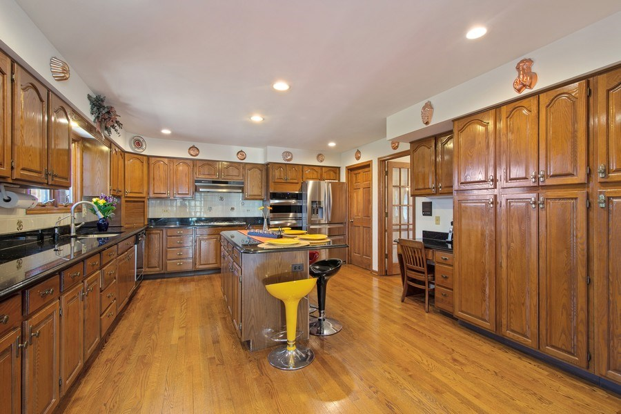 Real Estate Photography - 349 W Whispering Pines Ct, Inverness, IL, 60010 - Kitchen