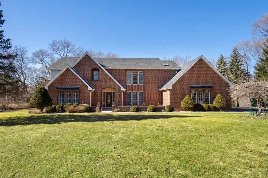 Real Estate Photography - 349 W Whispering Pines Ct, Inverness, IL, 60010 - Front View