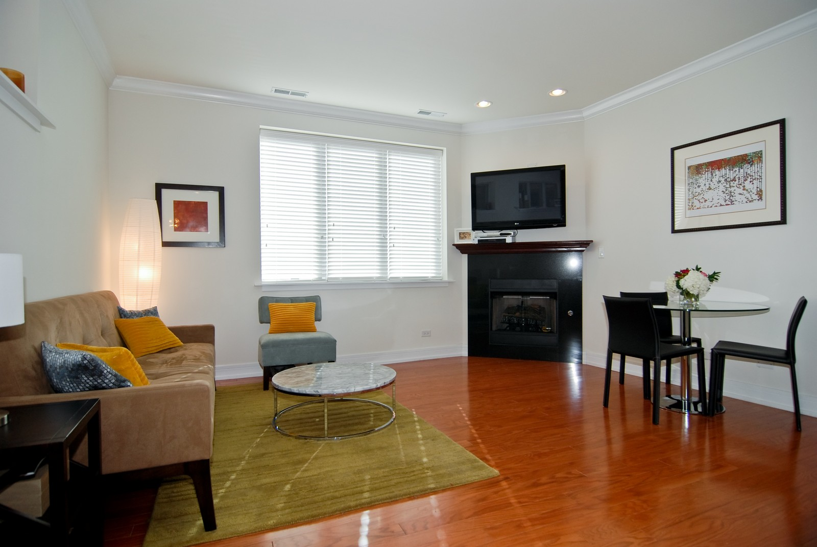 Real Estate Photography - 4150 N Kenmore Ave, Chicago, IL, 60613 - Living Room