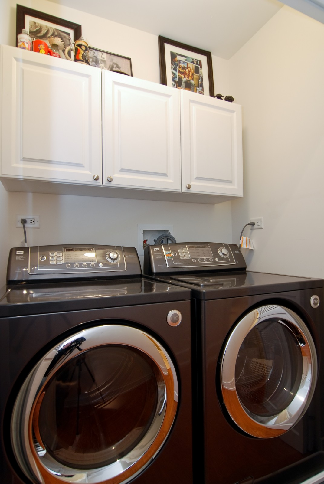 Real Estate Photography - 4150 N Kenmore Ave, Chicago, IL, 60613 - Laundry Room