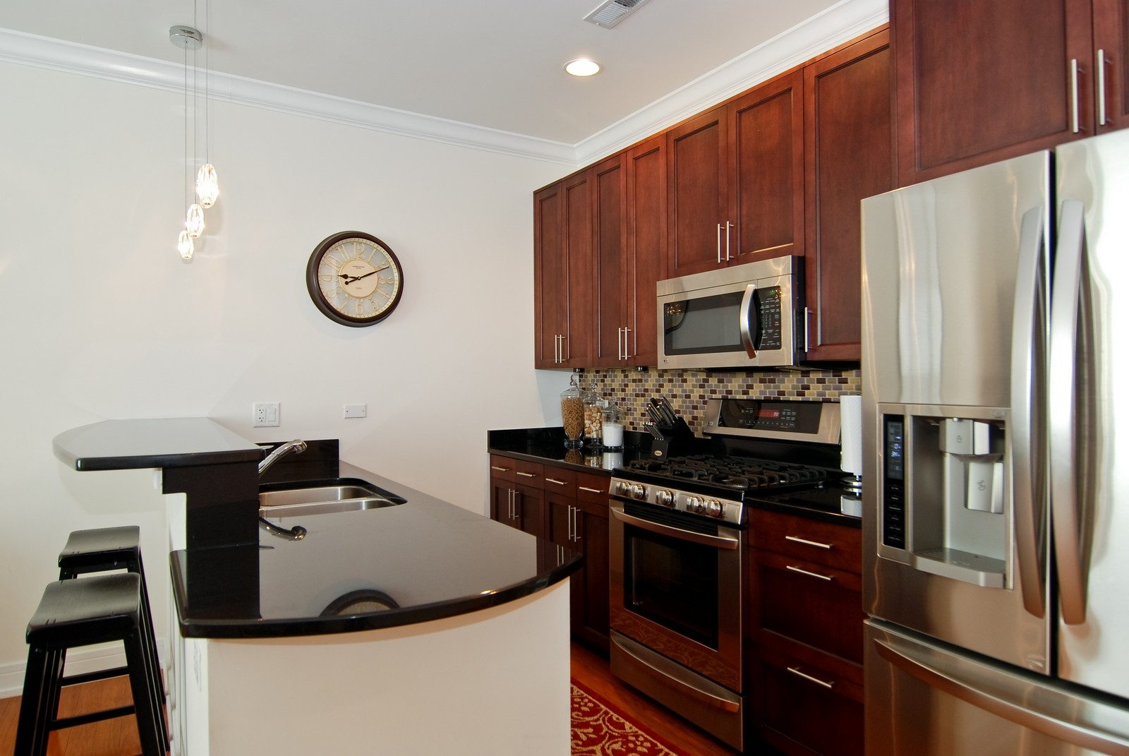 Real Estate Photography - 4150 N Kenmore Ave, Chicago, IL, 60613 - Kitchen