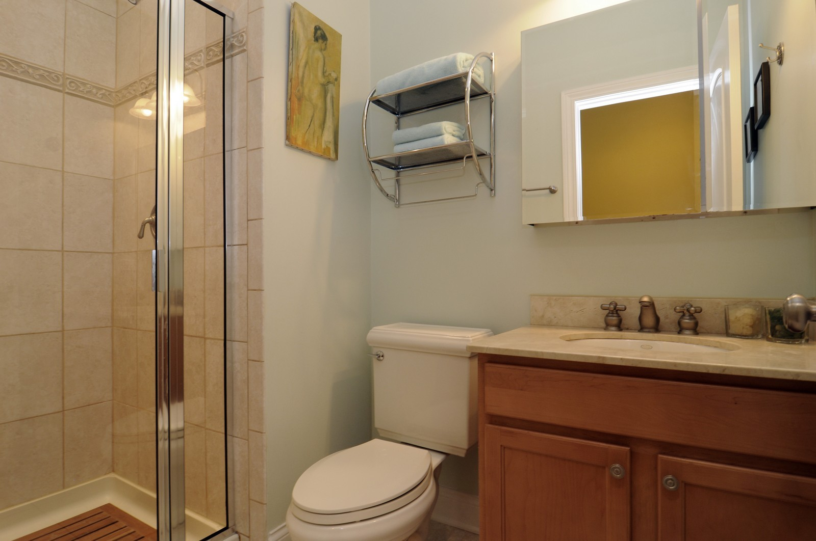 Real Estate Photography - 1514 W Victoria, Unit 1, Chicago, IL, 60660 - Second Bath