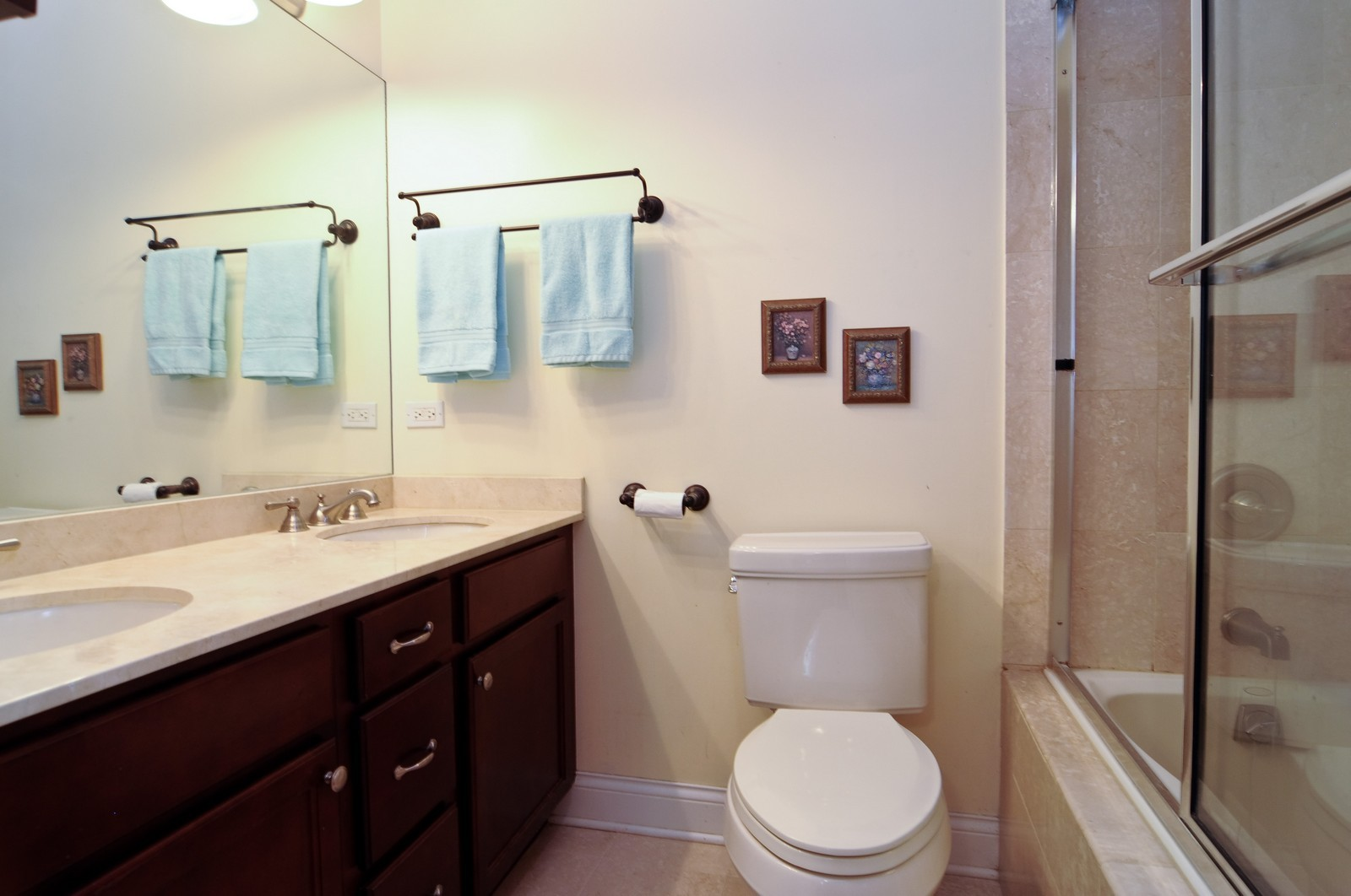 Real Estate Photography - 1514 W Victoria, Unit 1, Chicago, IL, 60660 - Master Bathroom