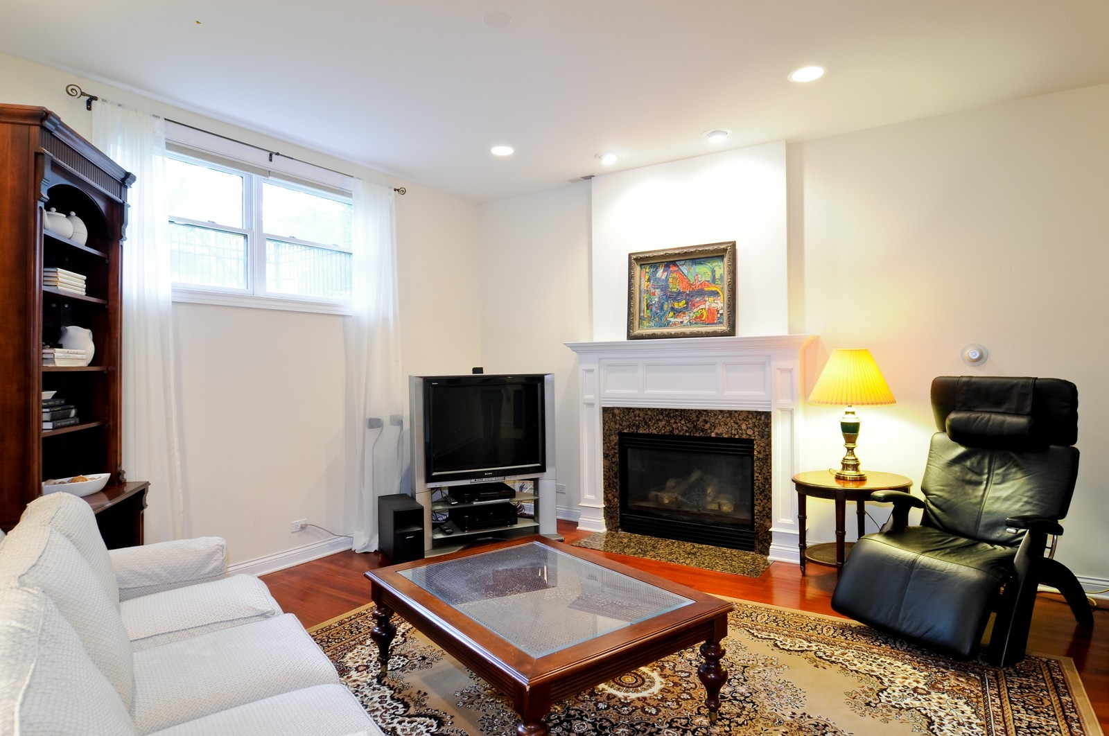 Real Estate Photography - 1514 W Victoria, Unit 1, Chicago, IL, 60660 - Family Room