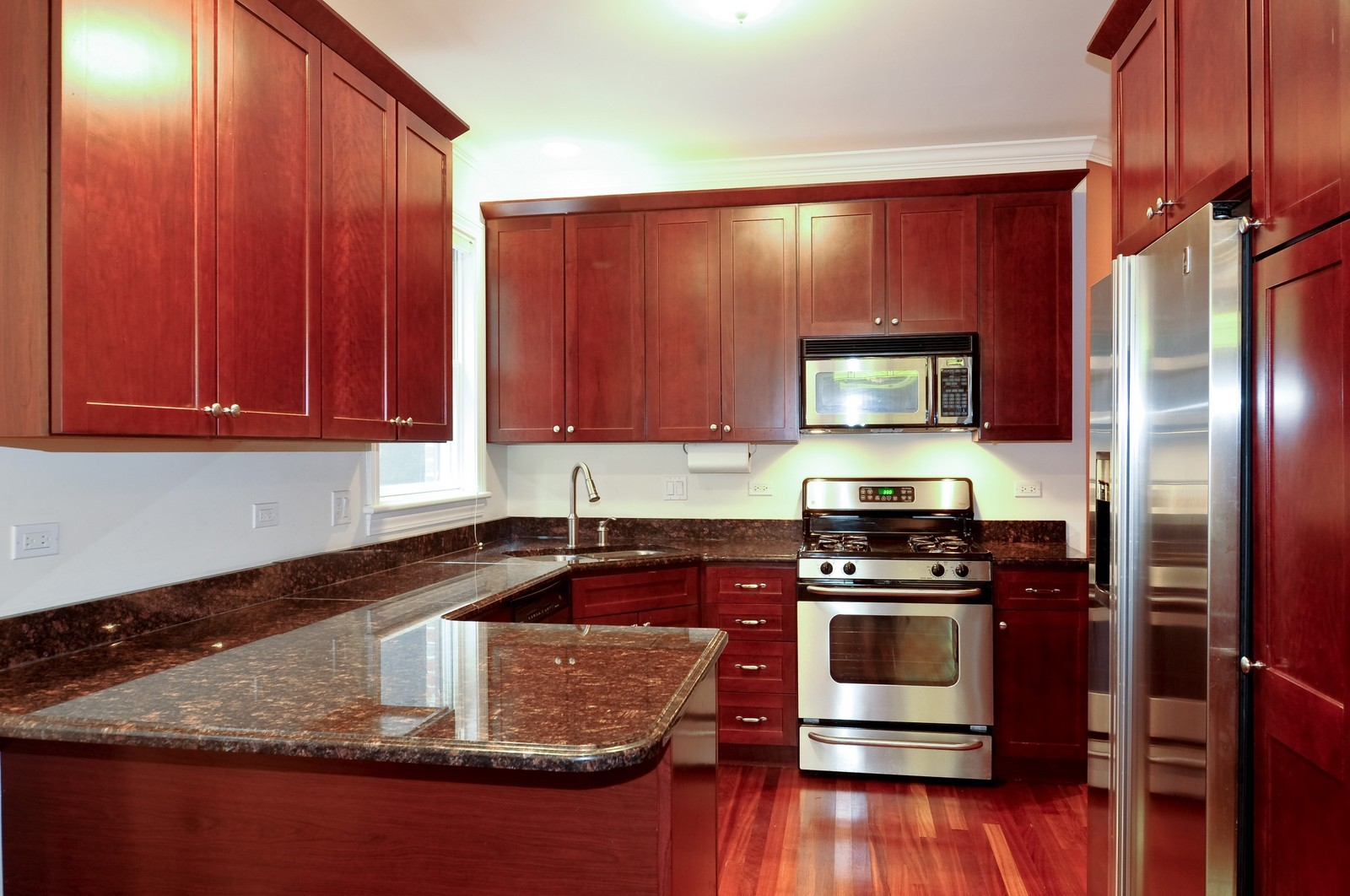 Real Estate Photography - 1514 W Victoria, Unit 1, Chicago, IL, 60660 - Kitchen