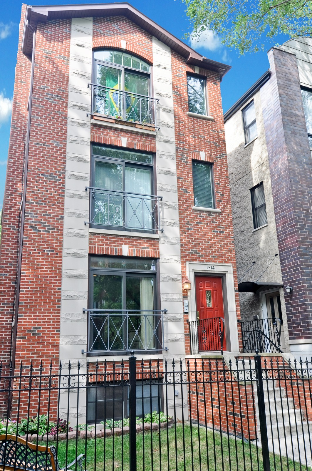 Real Estate Photography - 1514 W Victoria, Unit 1, Chicago, IL, 60660 - Front View