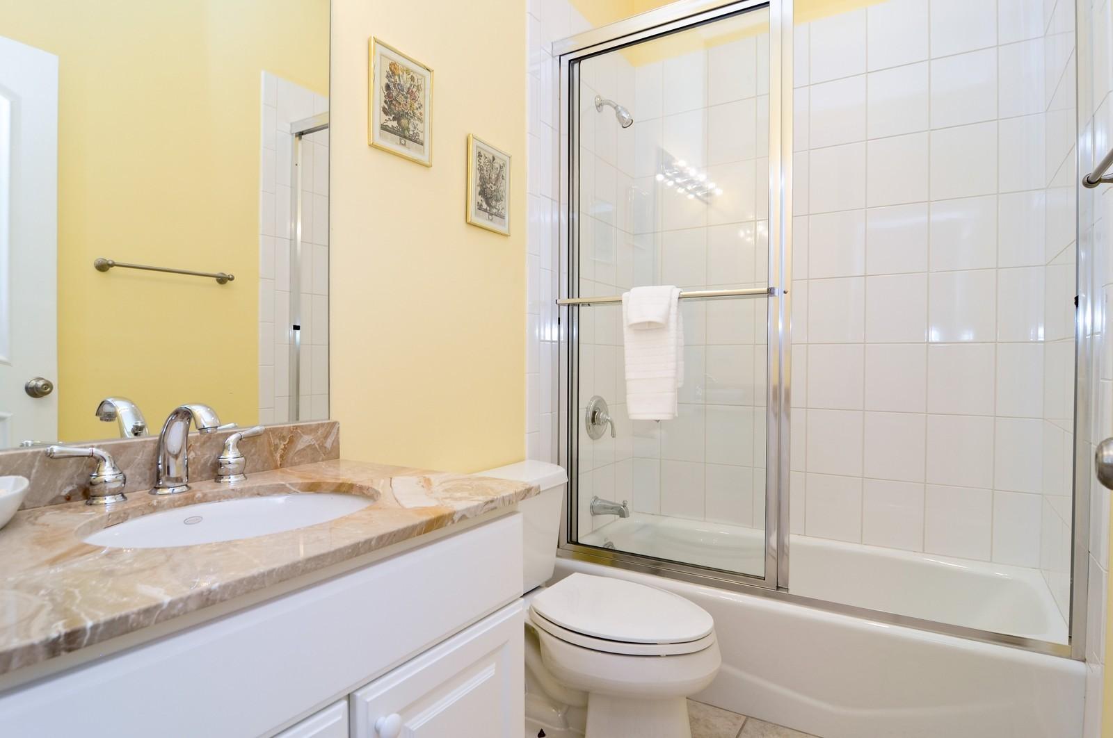 Real Estate Photography - 1514 W Victoria, Unit 1, Chicago, IL, 60660 - Third Bath