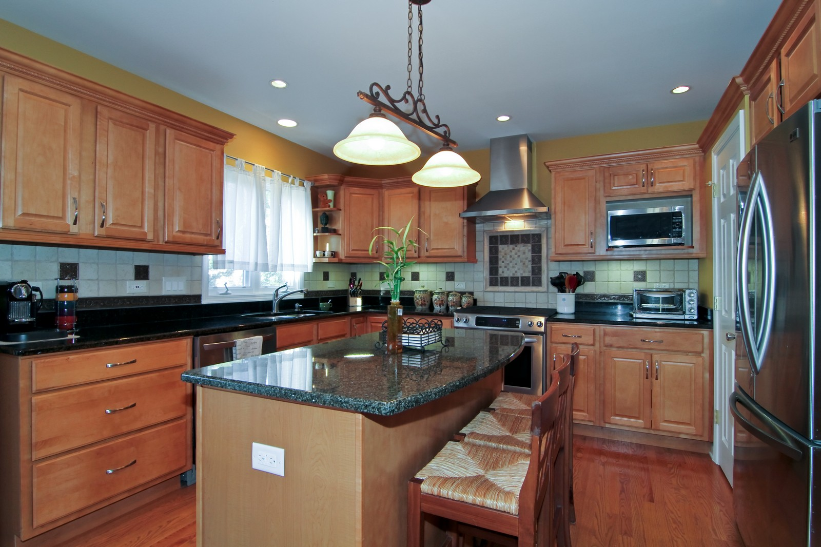 Real Estate Photography - 3801 King Richard Ct, St Charles, IL, 60174 - Kitchen