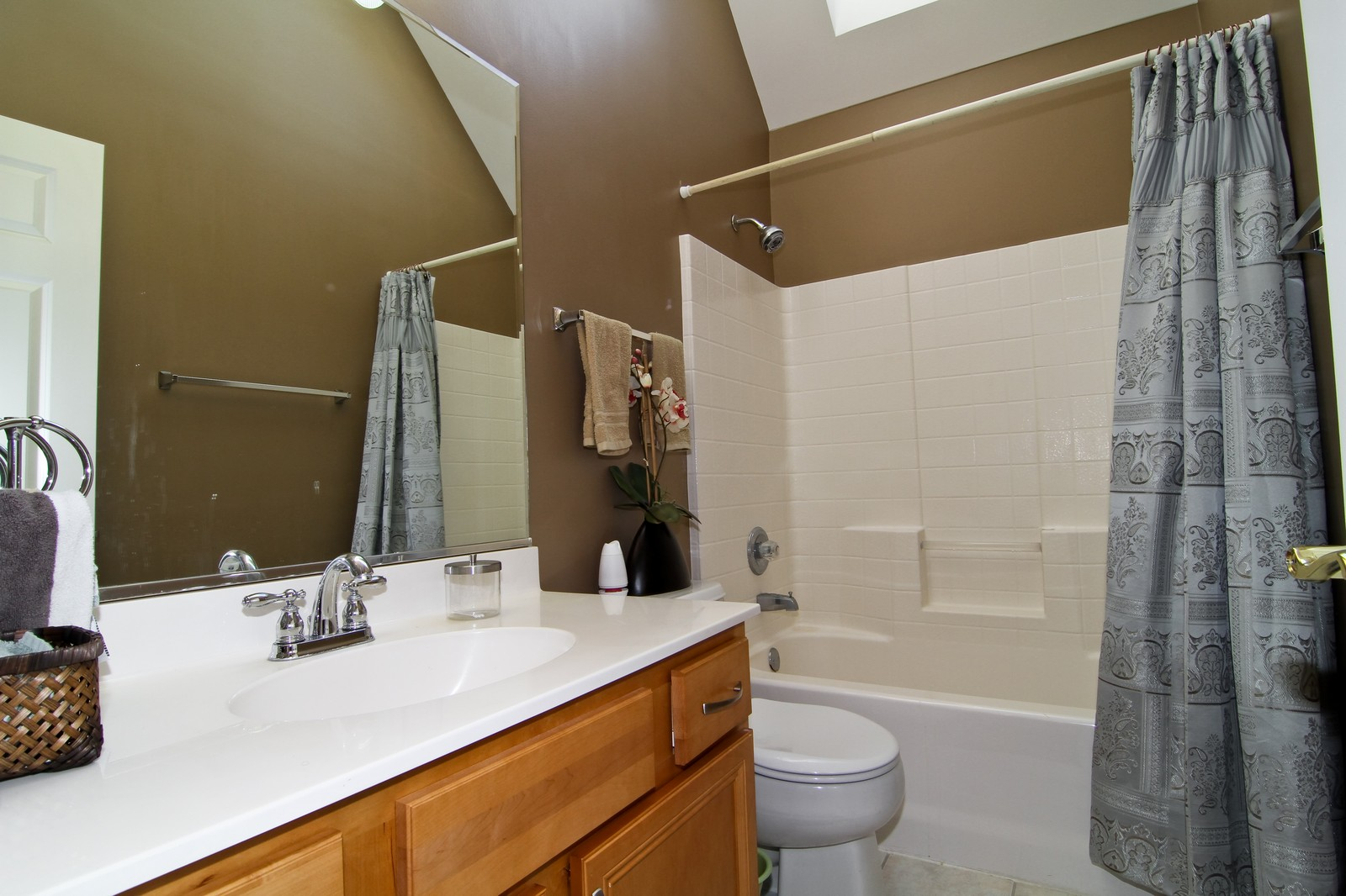 Real Estate Photography - 3801 King Richard Ct, St Charles, IL, 60174 - 2nd Bathroom