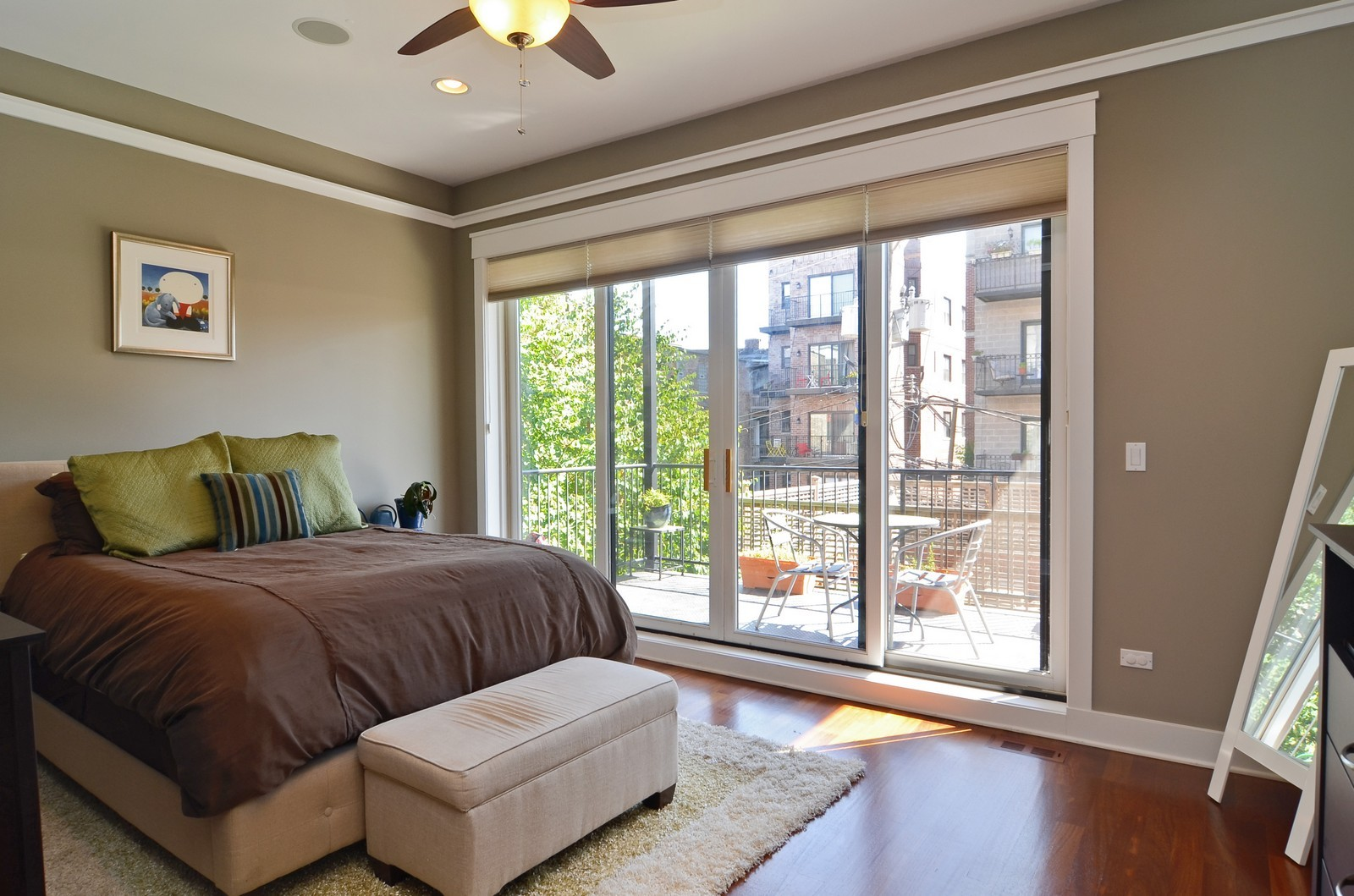 Real Estate Photography - 639 W Briar, Unit 2E, Chicago, IL, 60610 - Master Bedroom