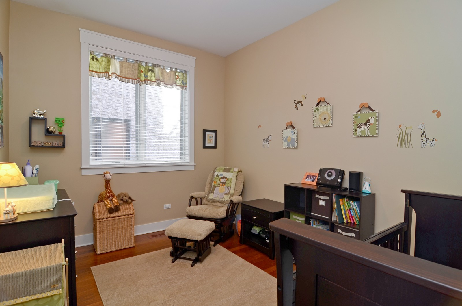 Real Estate Photography - 639 W Briar, Unit 2E, Chicago, IL, 60610 - 3rd Bedroom