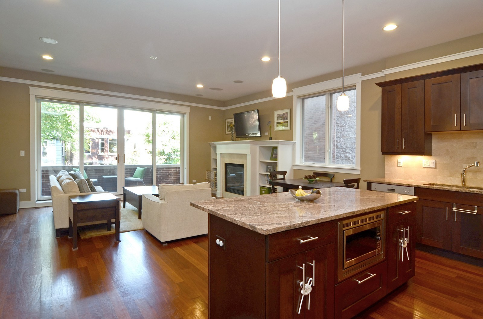 Real Estate Photography - 639 W Briar, Unit 2E, Chicago, IL, 60610 - Kitchen