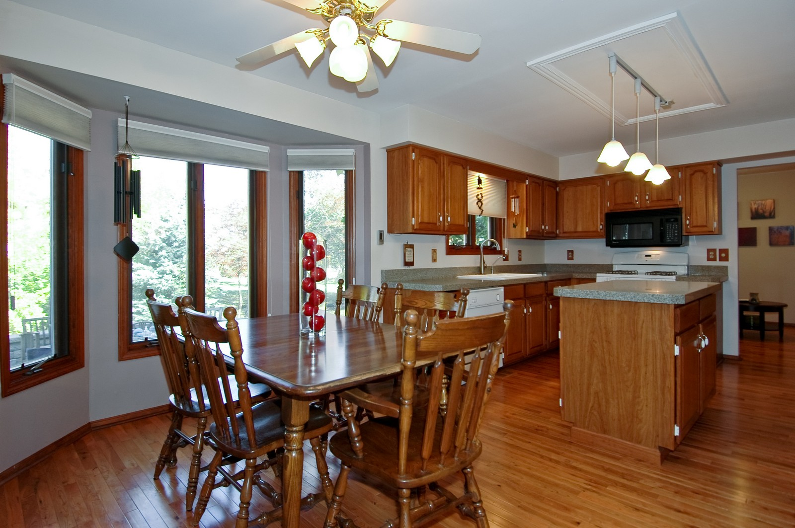 Real Estate Photography - 6 Crofton, Cary, IL, 60013 - Eat-in Kitchen