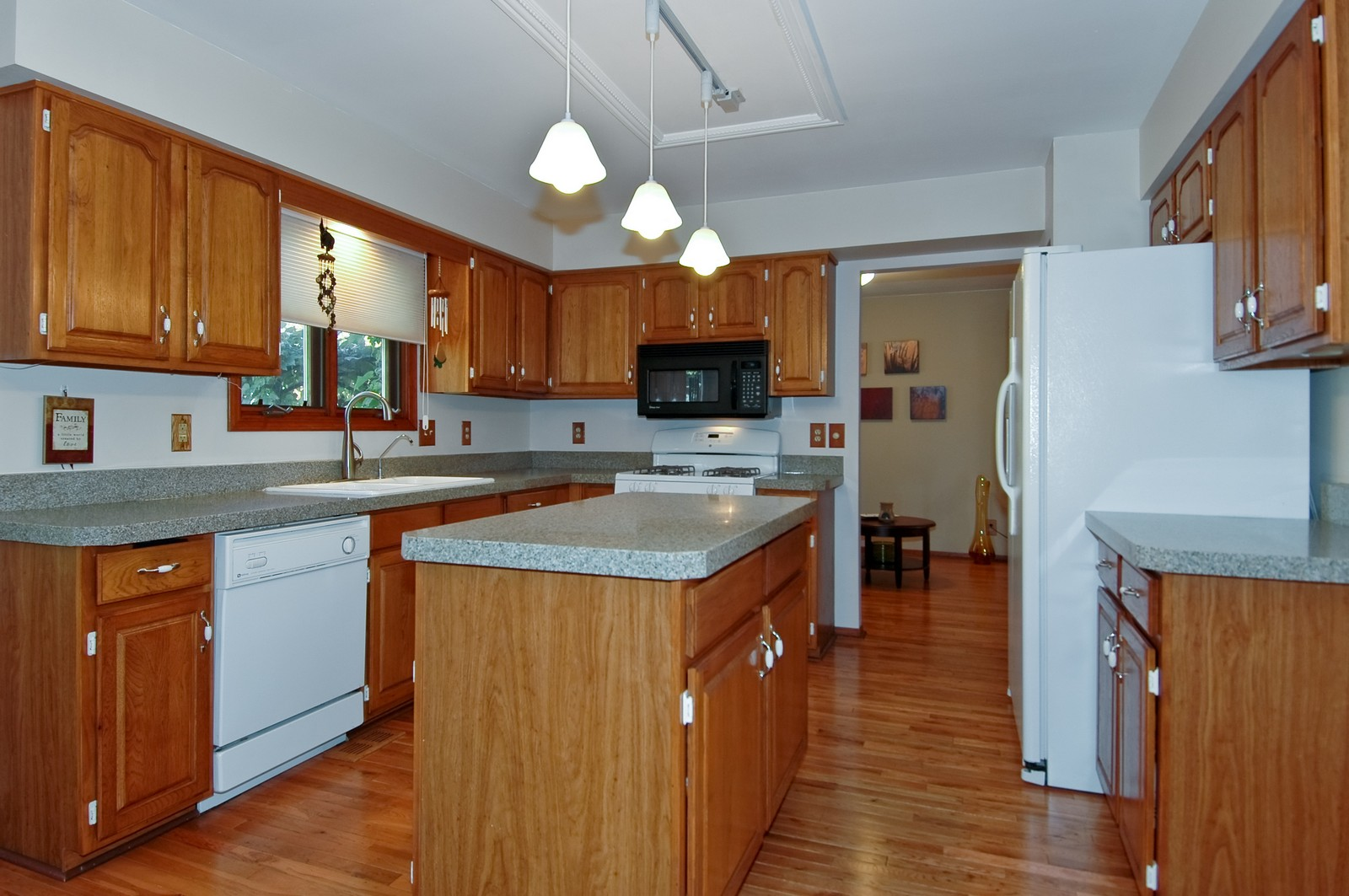 Real Estate Photography - 6 Crofton, Cary, IL, 60013 - Kitchen