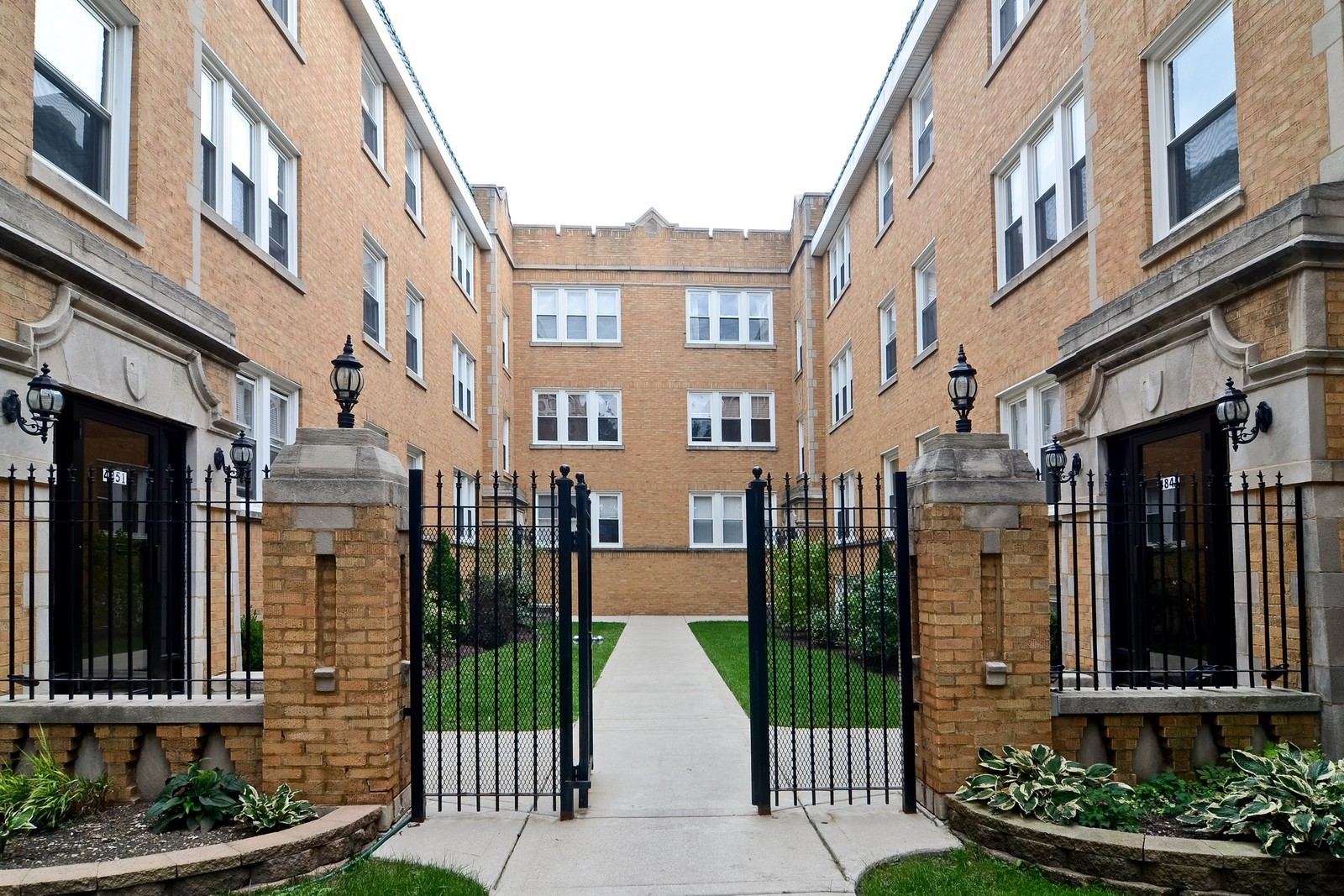 Real Estate Photography - 4845 N. Wolcott Ave, #3W, Chicago, IL, 60645 - Front View