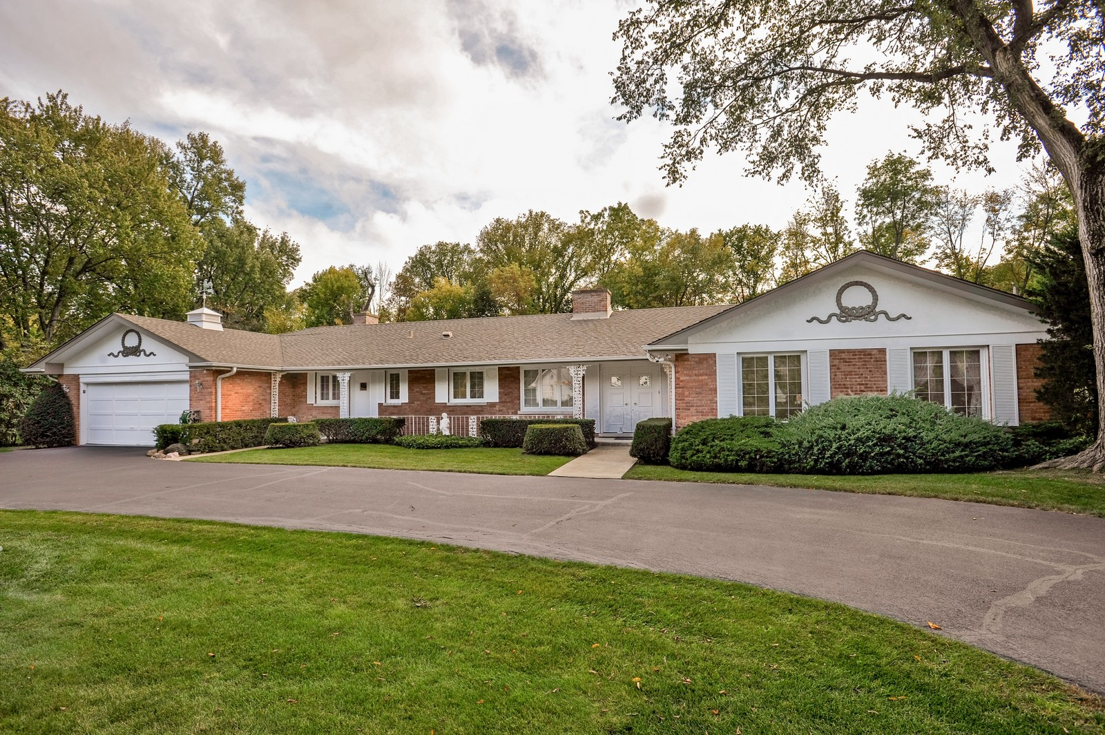 Real Estate Photography - 305 Sunset Dr, Northfield, IL, 60093 - Front View