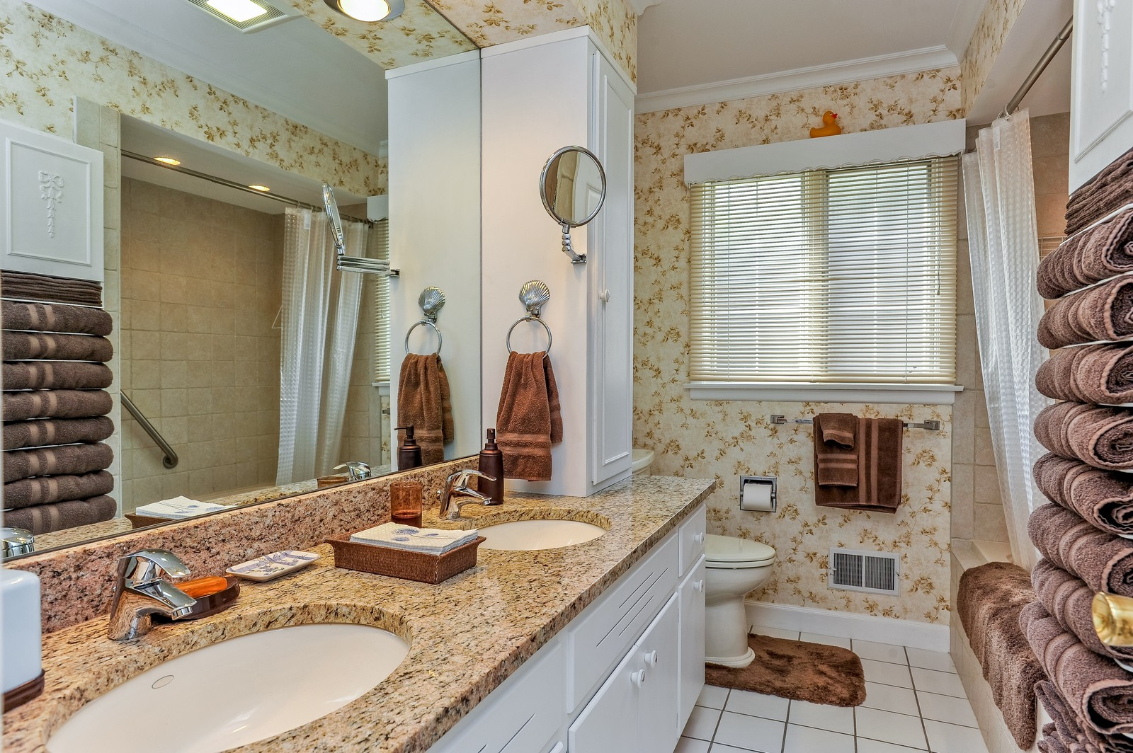 Real Estate Photography - 305 Sunset Dr, Northfield, IL, 60093 - Bathroom
