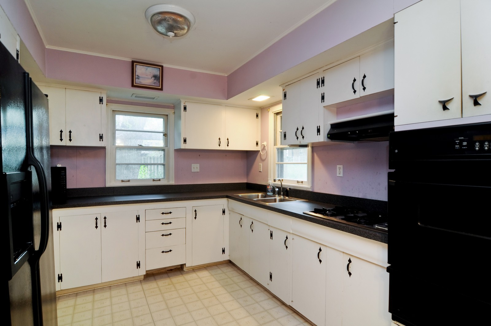 Real Estate Photography - 6714 Silver Lake, Cary, IL, 60013 - Kitchen