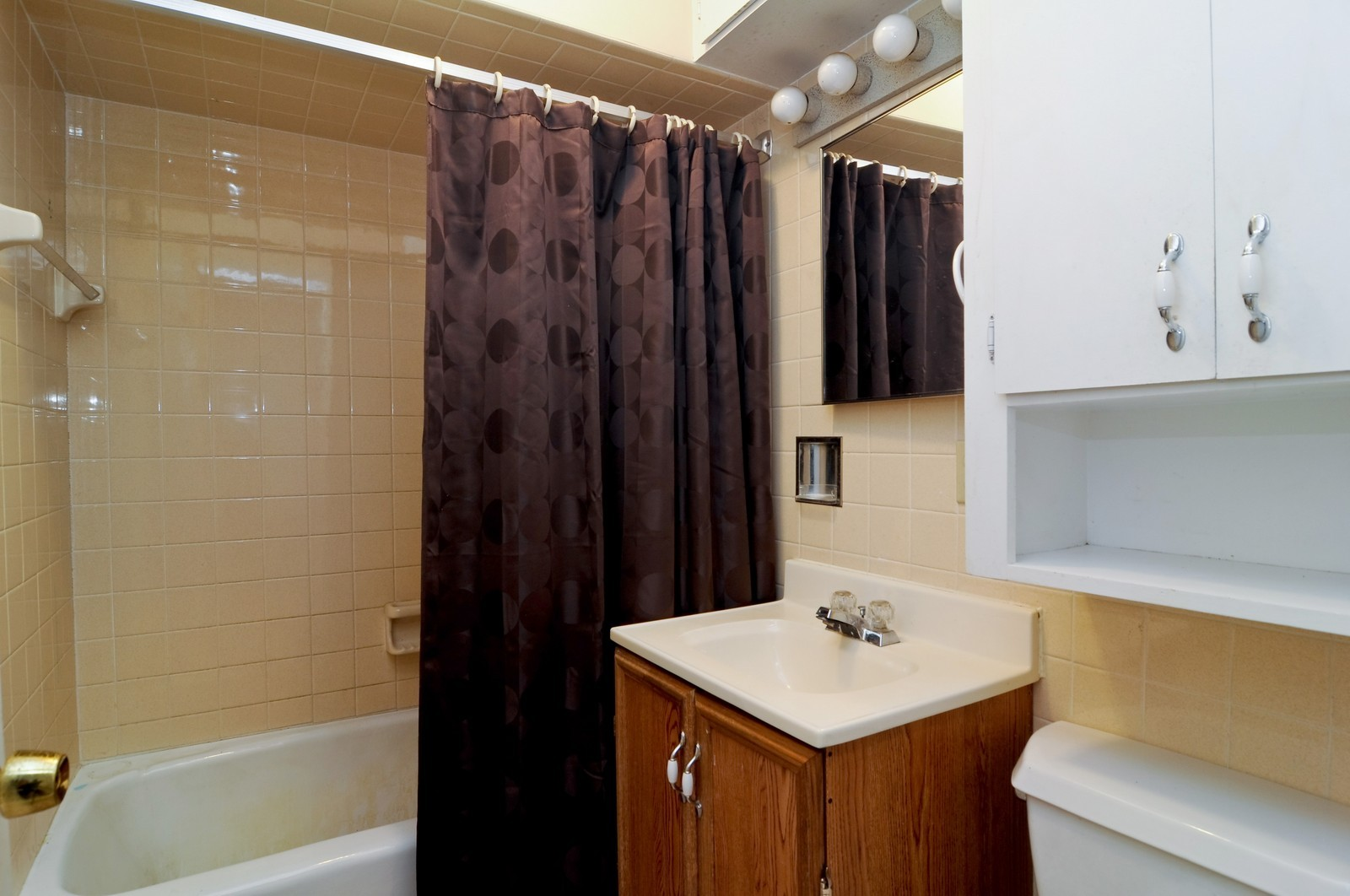 Real Estate Photography - 6714 Silver Lake, Cary, IL, 60013 - Bathroom