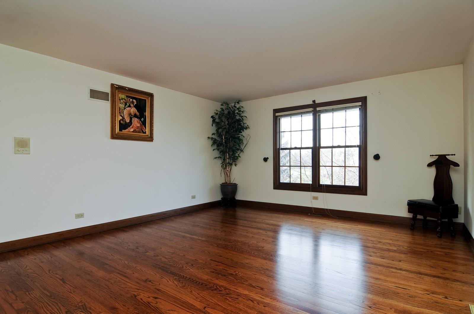 Real Estate Photography - 2091 Trenton, Libertyville, IL, 60048 - Bedroom