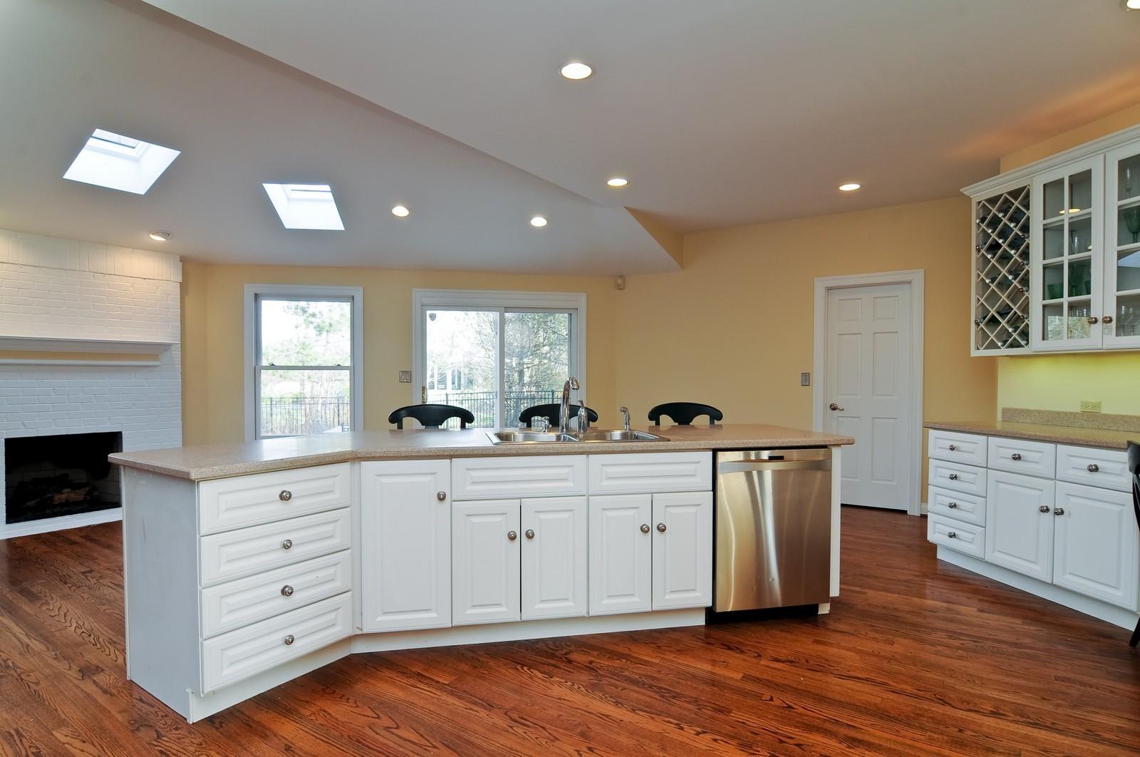 Real Estate Photography - 2091 Trenton, Libertyville, IL, 60048 - Kitchen / Breakfast Room