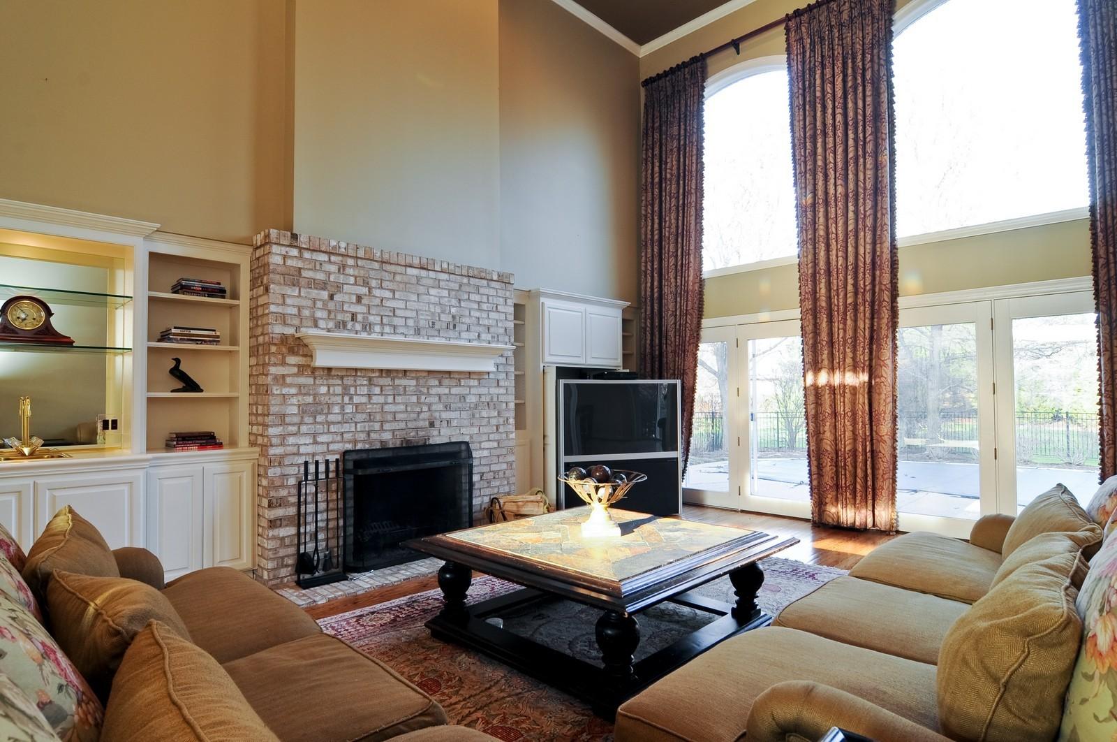 Real Estate Photography - 2091 Trenton, Libertyville, IL, 60048 - Family Room