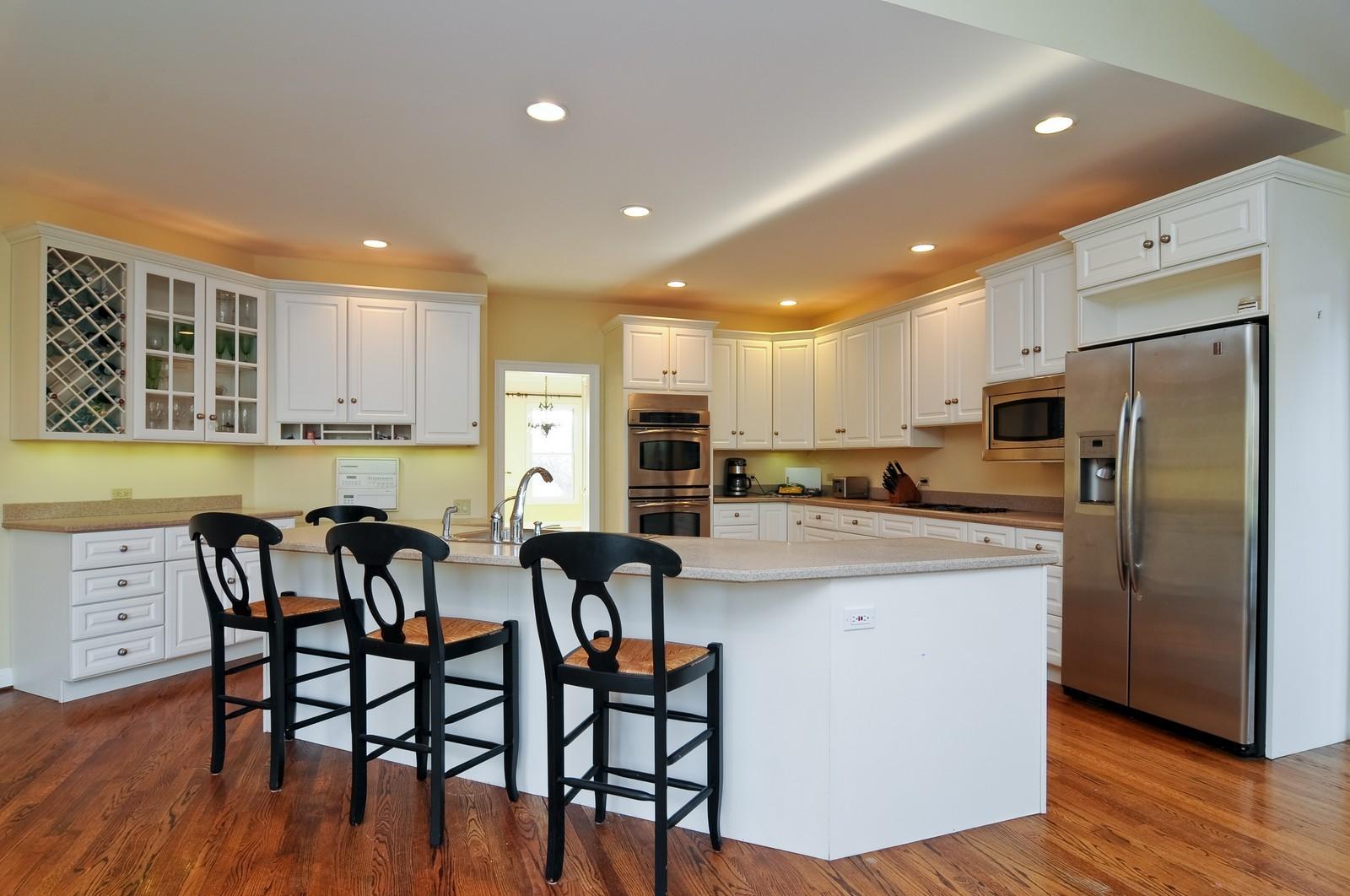 Real Estate Photography - 2091 Trenton, Libertyville, IL, 60048 - Kitchen