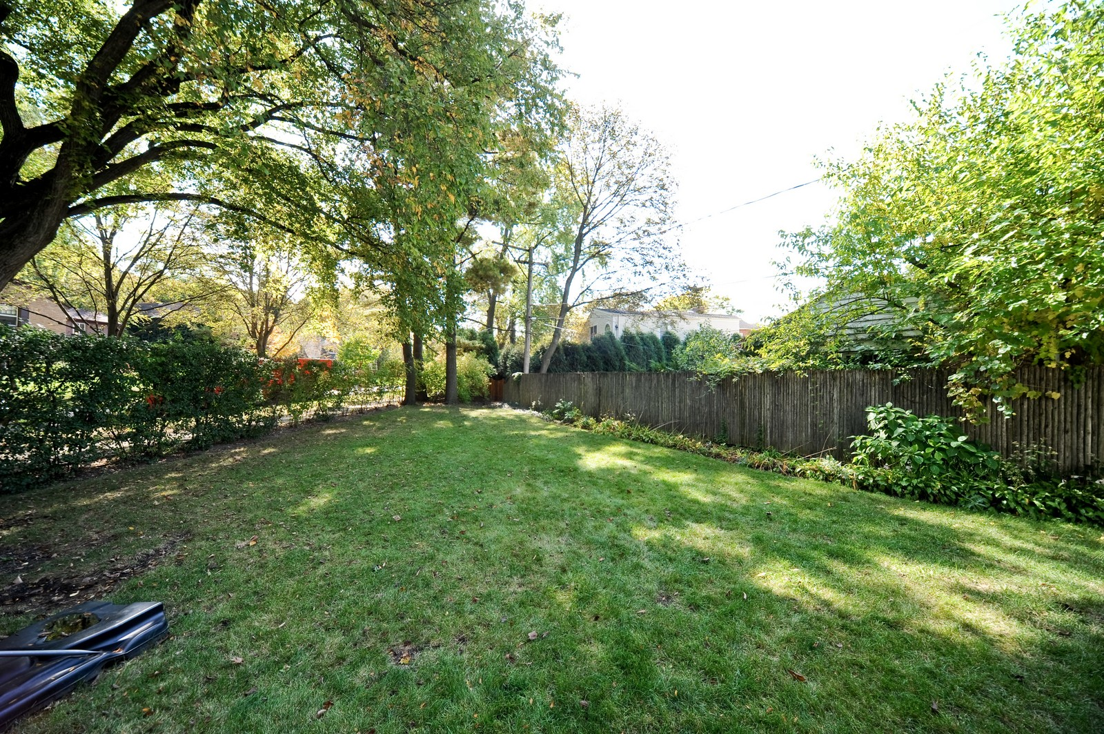 Real Estate Photography - 587 Melody, Highland Park, IL, 60035 - Side Yard