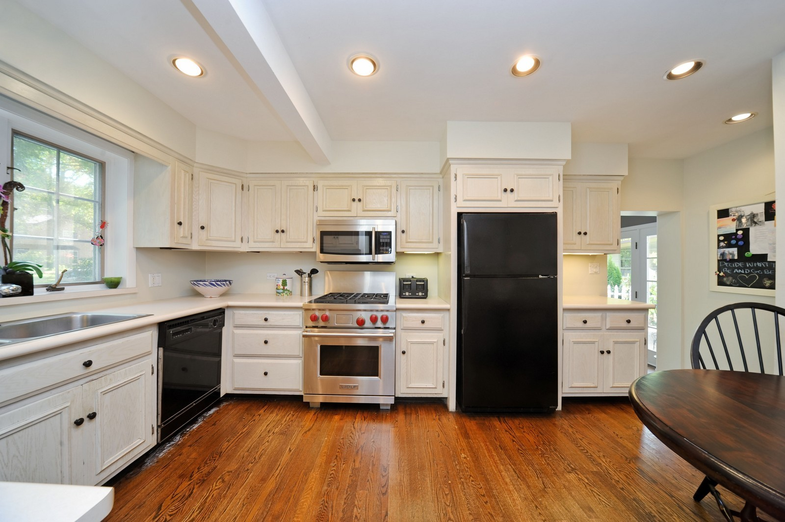 Real Estate Photography - 587 Melody, Highland Park, IL, 60035 - Kitchen