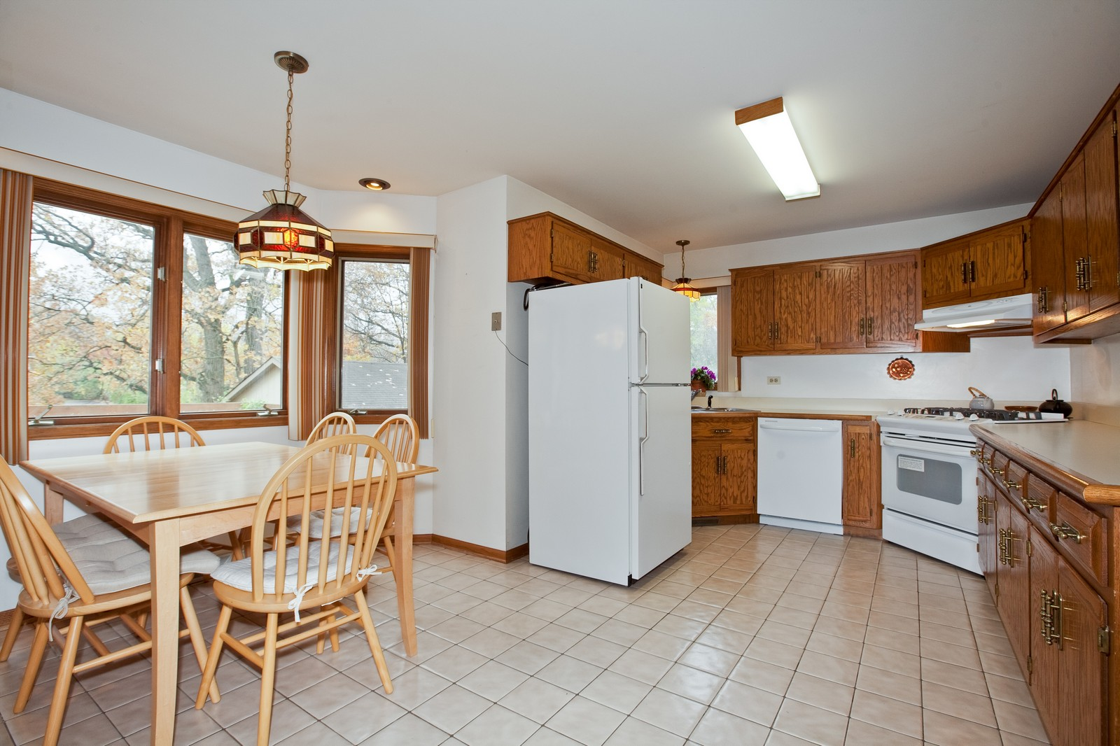 Real Estate Photography - 1831 Elmore, Downers Grove, IL, 60515 - Kitchen