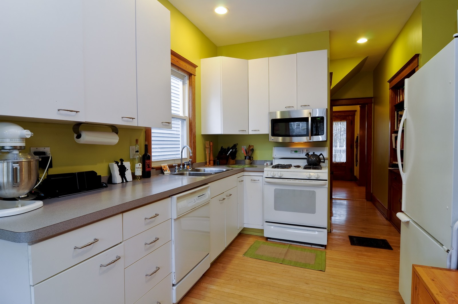 Real Estate Photography - 1531 W Hood, Chicago, IL, 60660 - Kitchen