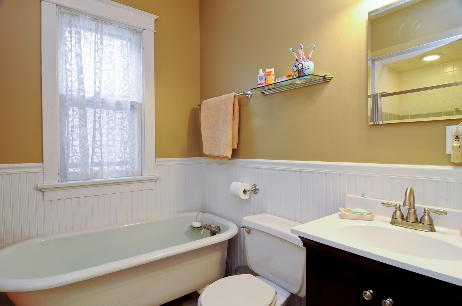 Real Estate Photography - 1531 W Hood, Chicago, IL, 60660 - Bathroom