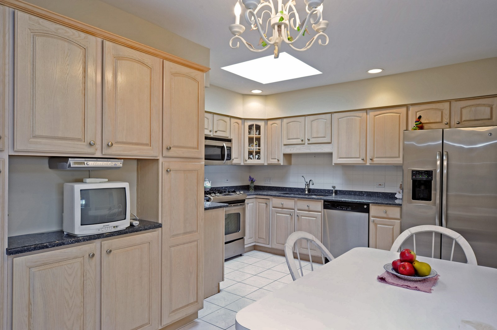 Real Estate Photography - 1700 2nd St, Highland Park, IL, 60035 - Kitchen / Breakfast Room