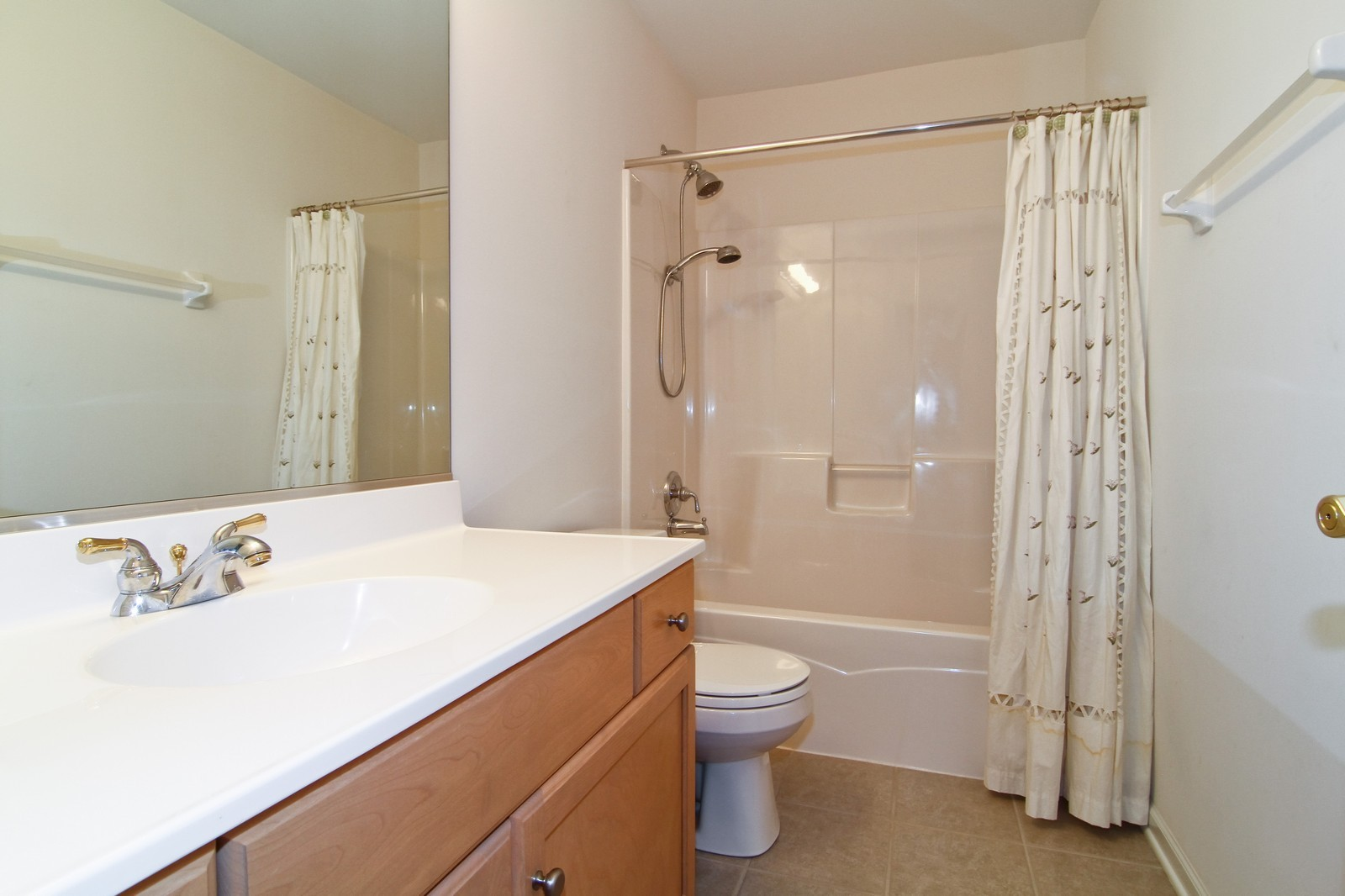 Real Estate Photography - 1N012 Mission Ct, Winfield, IL, 60190 - 2nd Bathroom