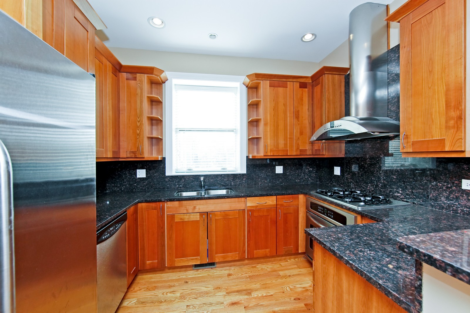 Real Estate Photography - 942 N Fairfield, Unit 1W, Chicago, IL, 60622 - Kitchen