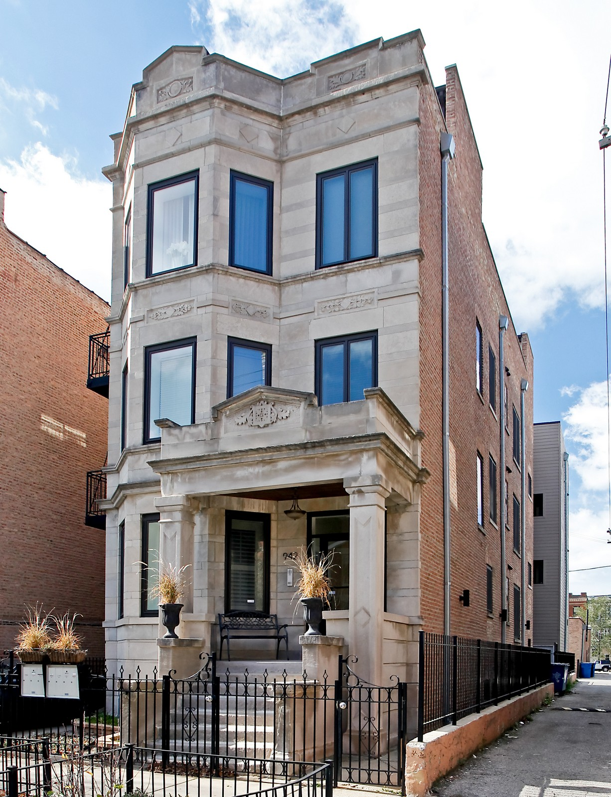 Real Estate Photography - 942 N Fairfield, Unit 1W, Chicago, IL, 60622 - Front View