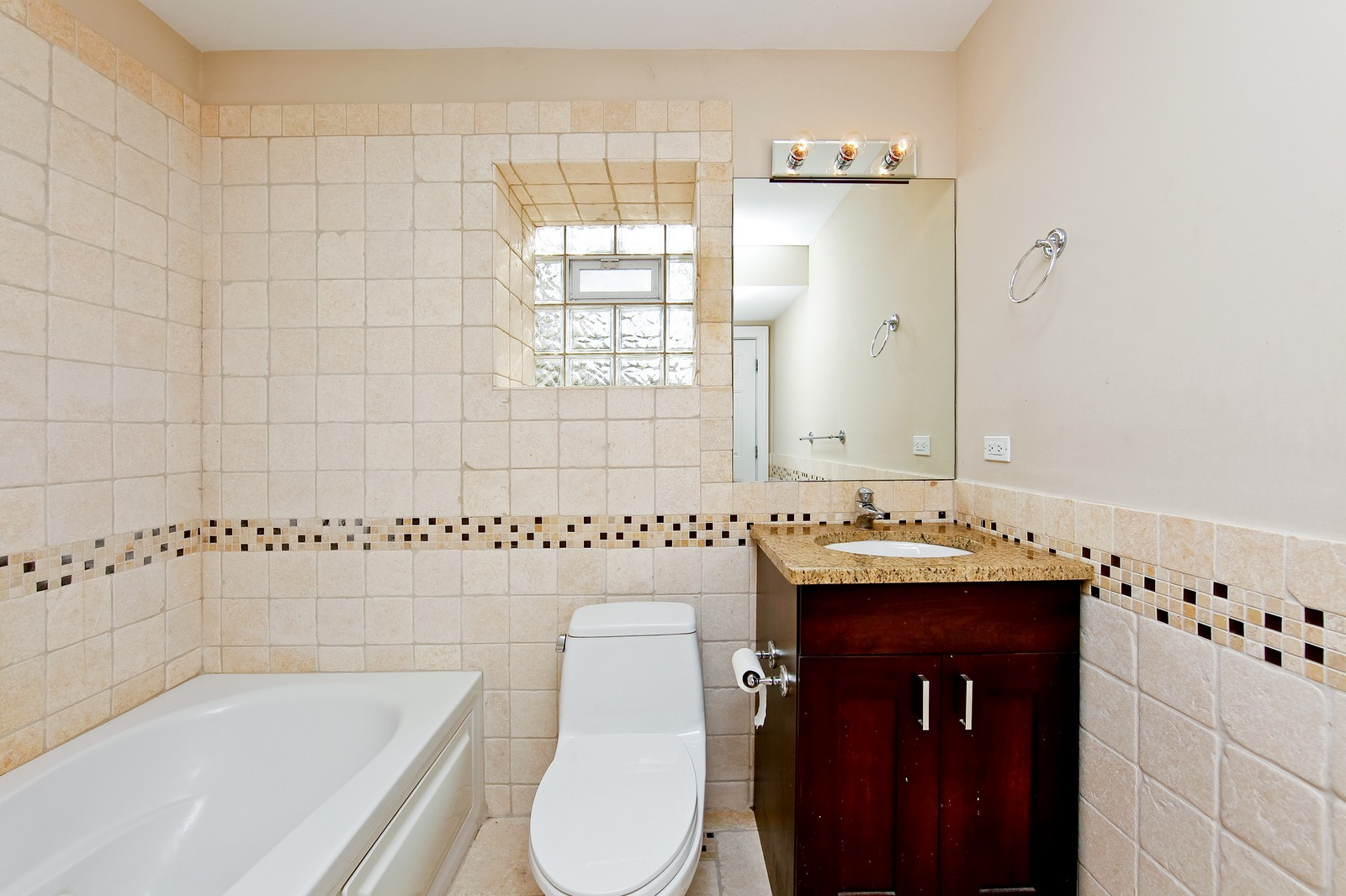 Real Estate Photography - 942 N Fairfield, Unit 1W, Chicago, IL, 60622 - 2nd Bathroom