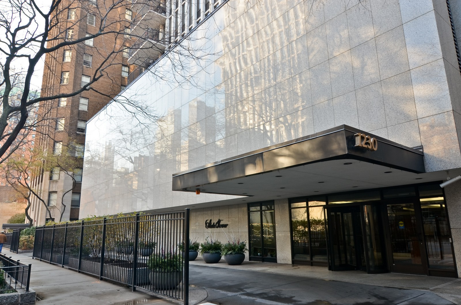 Real Estate Photography - 1230 N. State Parkway, Unit 26BC, Chicago, IL, 60610 - Circle drive with covered entryway