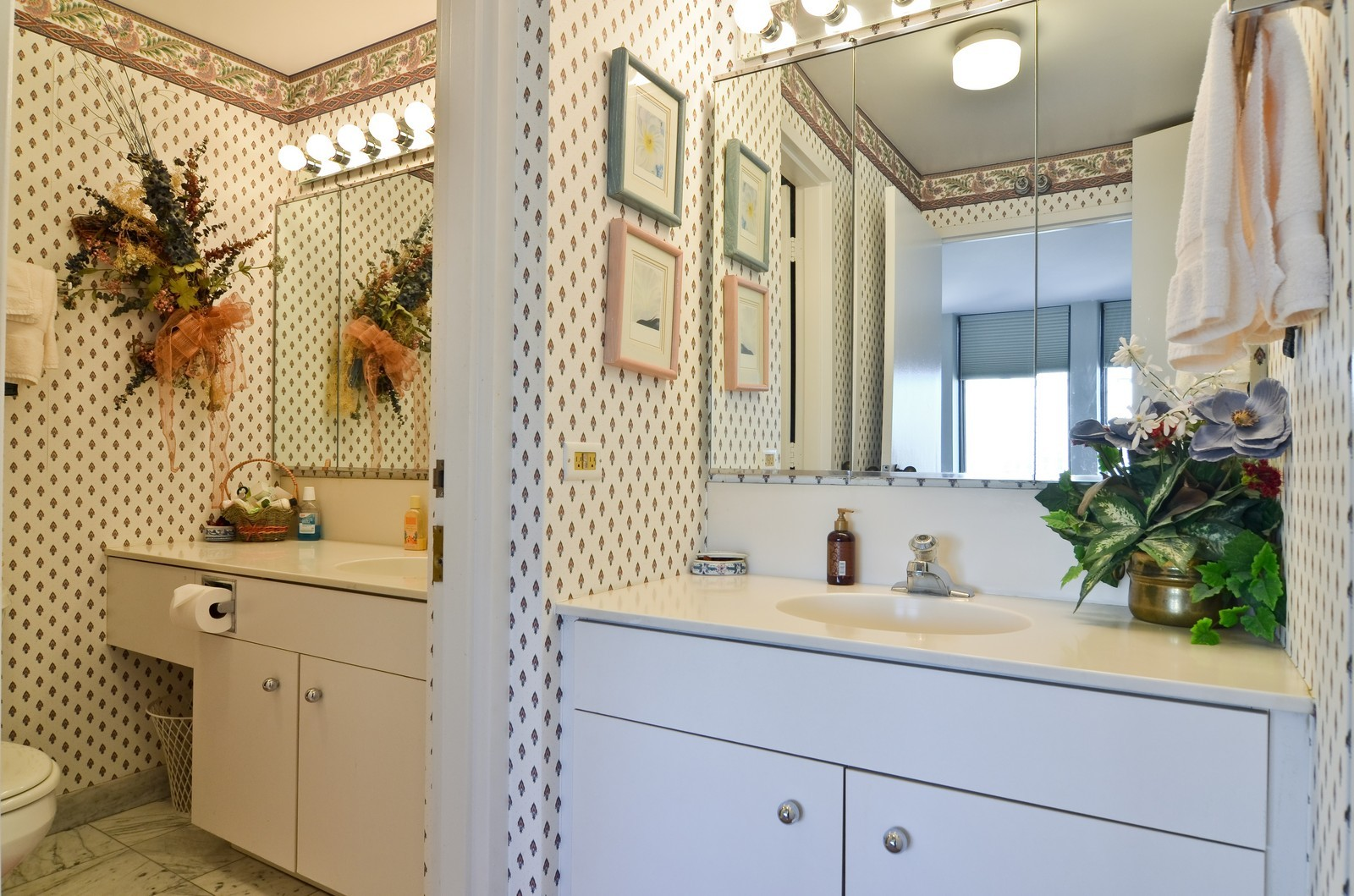 Real Estate Photography - 1230 N. State Parkway, Unit 26BC, Chicago, IL, 60610 - 2nd Bathroom