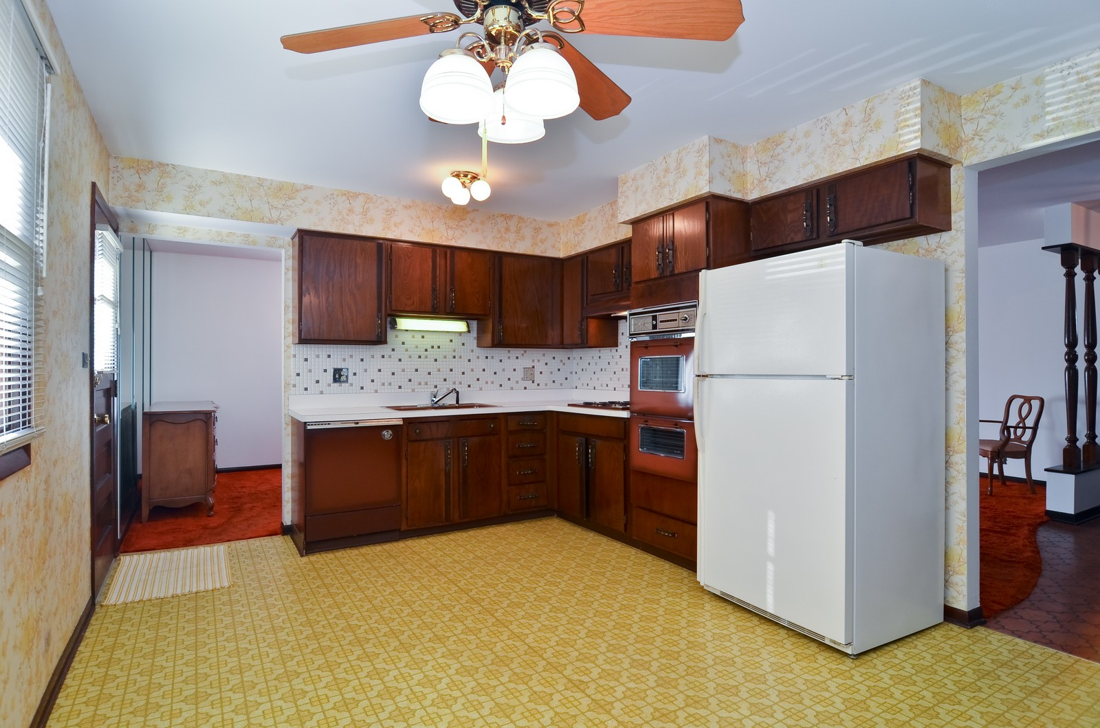 Real Estate Photography - 6959 N Dowagiac, Chicago, IL, 60646 - Kitchen