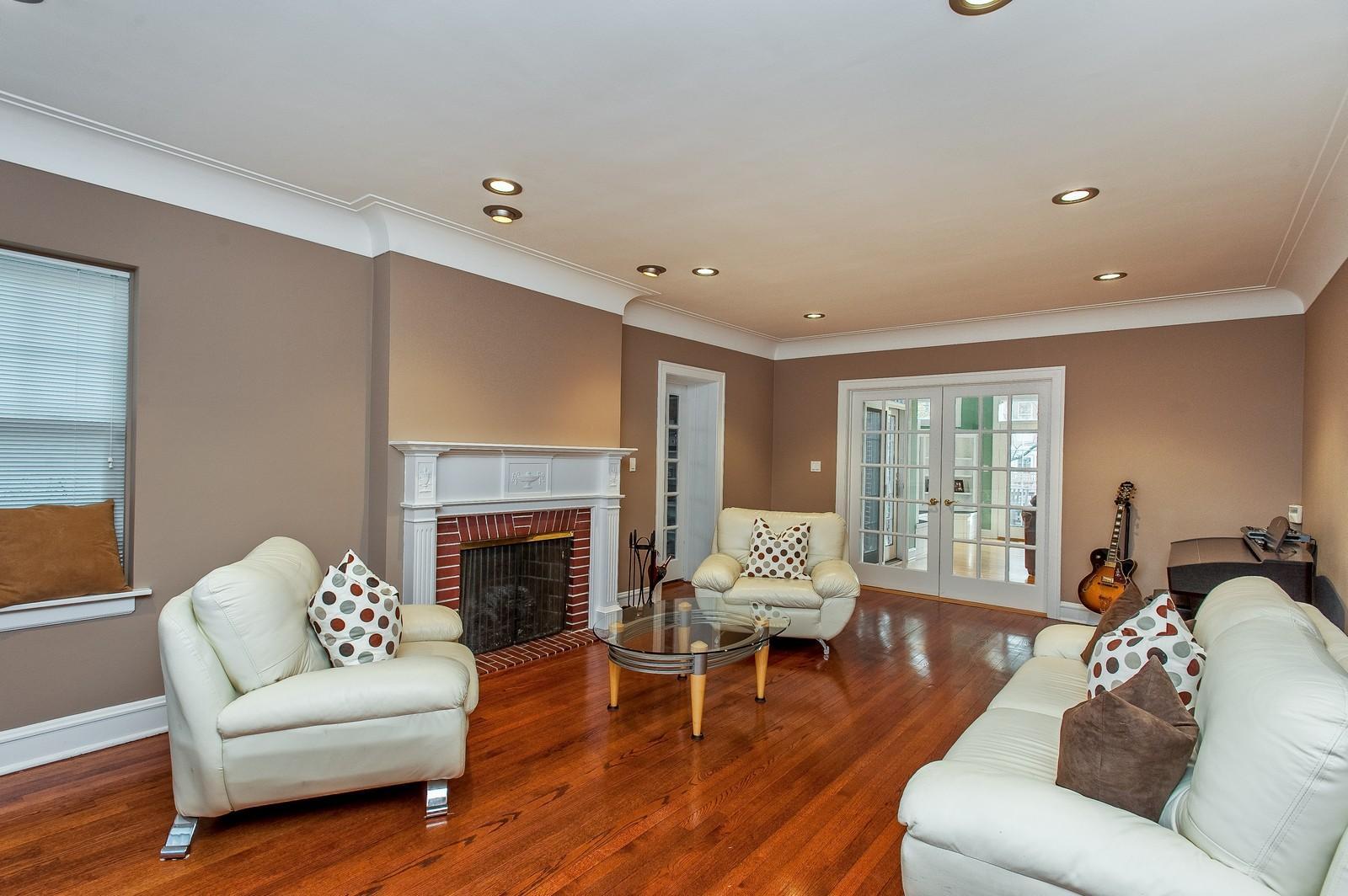 Real Estate Photography - 556 Winnetka Ave, Winnetka, IL, 60093 - Living Room