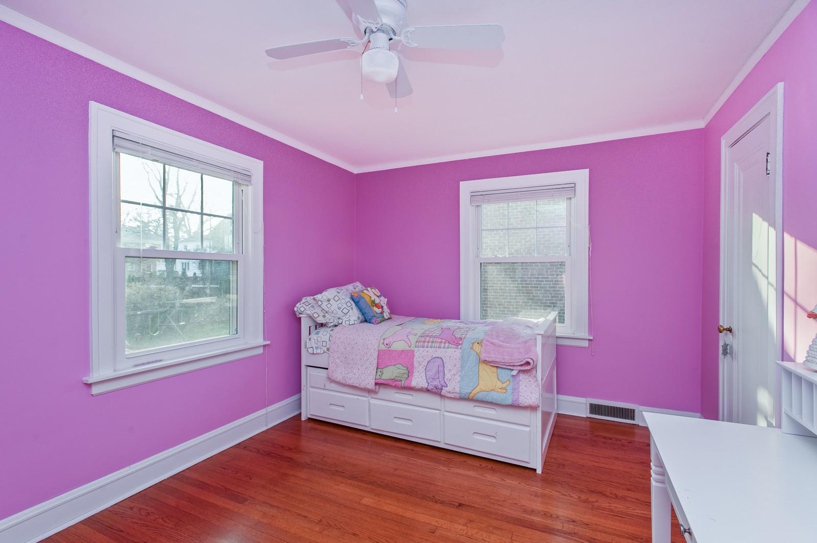 Real Estate Photography - 556 Winnetka Ave, Winnetka, IL, 60093 - 2nd Bedroom