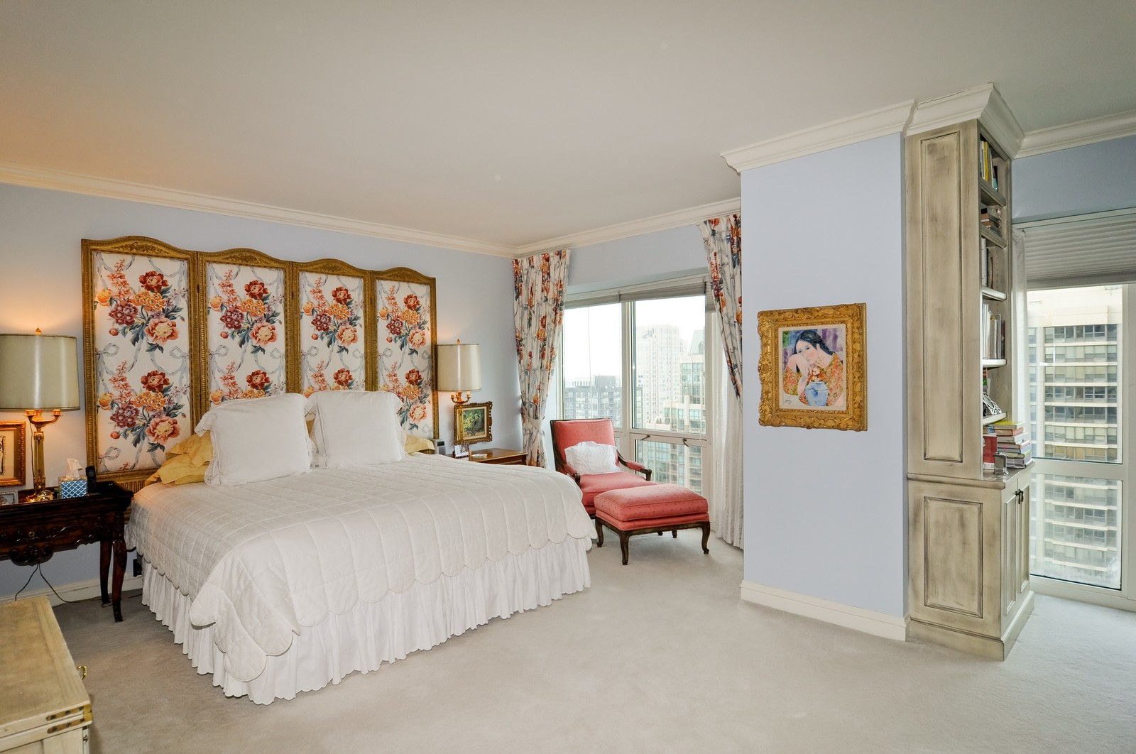 Real Estate Photography - 100 E Huron St, Apt 4201, Chicago, IL, 60611 - Master Bedroom