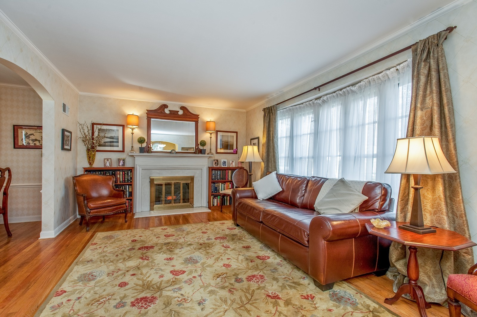 Real Estate Photography - 2515 Lake Ave, Wilmette, IL, 60091 - Living Room