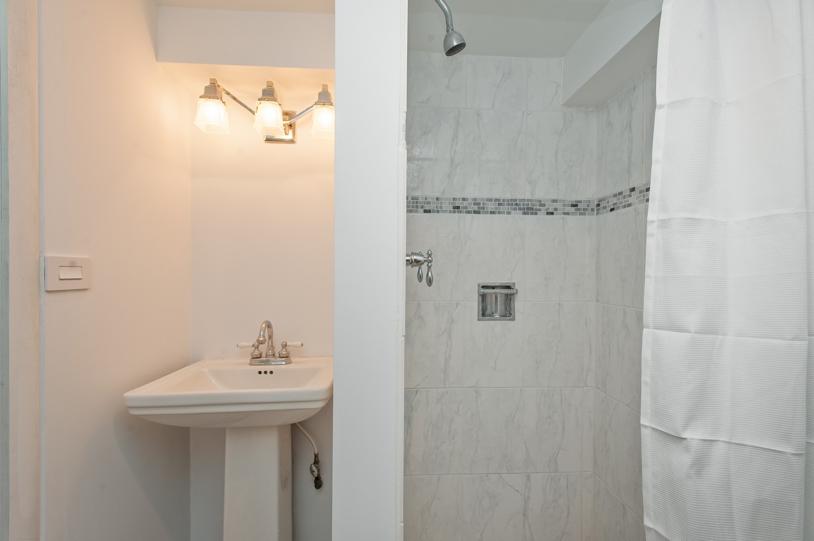 Real Estate Photography - 2515 Lake Ave, Wilmette, IL, 60091 - 2nd Bathroom