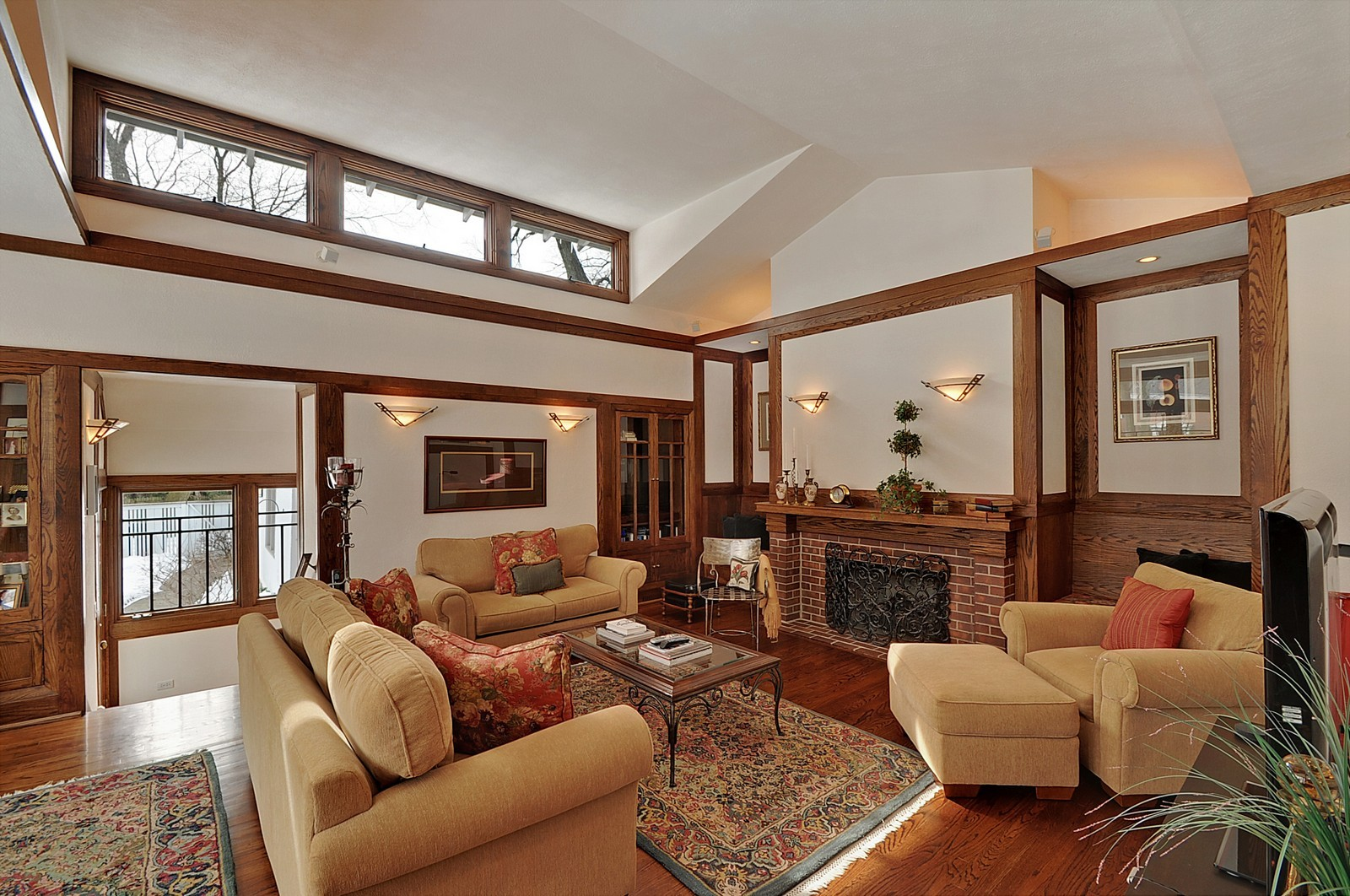 Real Estate Photography - 2700 Lincoln St, Evanston, IL, 60201 - Great Room