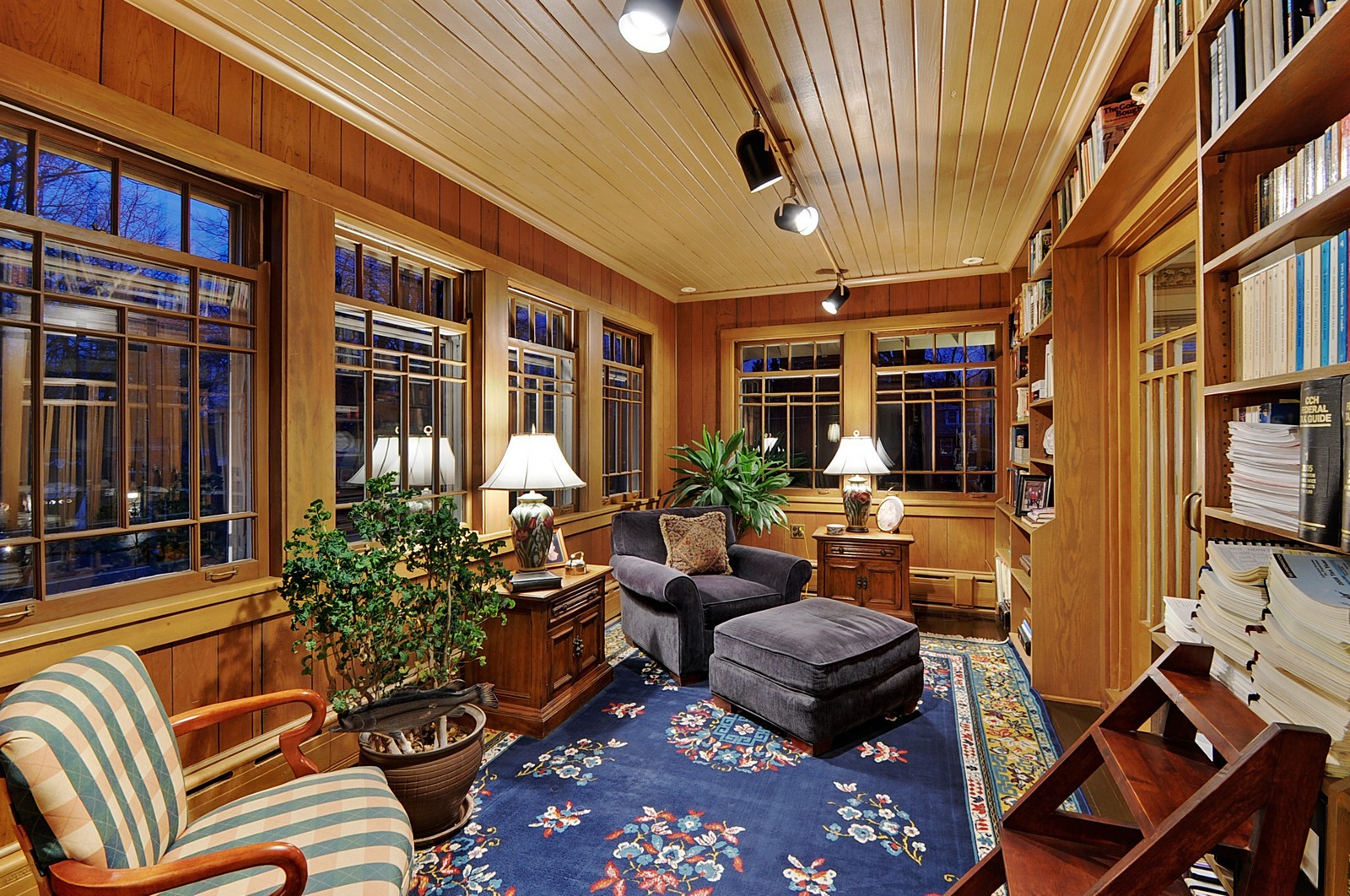 Real Estate Photography - 2700 Lincoln St, Evanston, IL, 60201 - Library